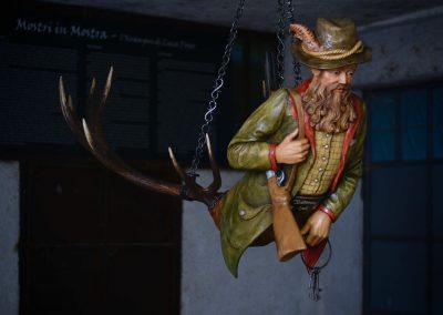 Luster Cacciatore scultura