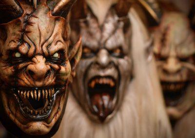 primo piano maschera krampus
