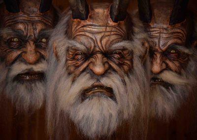 gruppo di maschere krampus